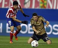Atletico Madrid's Diego Costa (L) and AC Milan's Daniele Bonera fight for the ball during