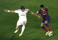 Barcelona's Neymar (R) controls the ball against Real Madrid's Daniel Carvajal during thei