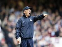 Crystal Palace manager Tony Pulis reacts during their English Premier League soccer match