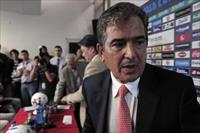 Jorge Luis Pinto (R), Colombian coach of Costa Rica's national soccer team, and Costa Rica