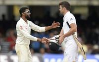 India's Ravindra Jadeja (L) shakes hands with England's James Anderson after India won the