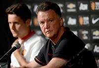 Jul 22, 2014; Pasadena, CA, USA; Manchester United head coach Louis Van Gaal talks to the
