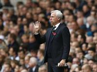 Newcastle United manager Alan Pardew instructs his players during their English Premier Le