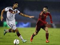 Isco (R) fights for the ball with  Sami Khedira during their international friendly soccer